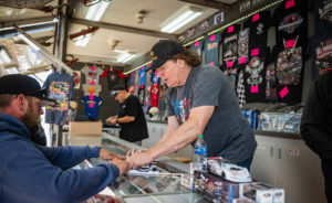 Bloomquist Sign's Autograph's for the fans